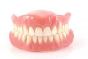 bilde av et gebiss med tannprotese