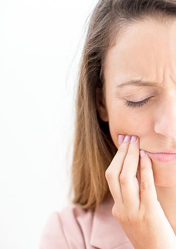 Dame med tannsmerter